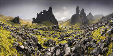 Premiumposter  The Old Man of Storr under dark clouds - The Wandering Soul