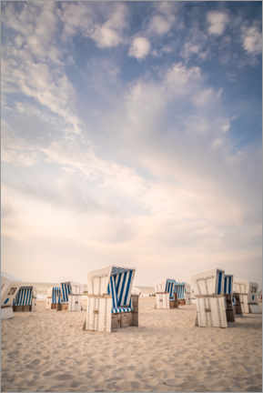 Premiumposter Blue and white - beach chairs and sky on Sylt