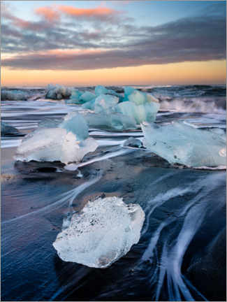 Canvastavla  Blocks of ice on Jökulsárlón beach at sunset - Peter Wey