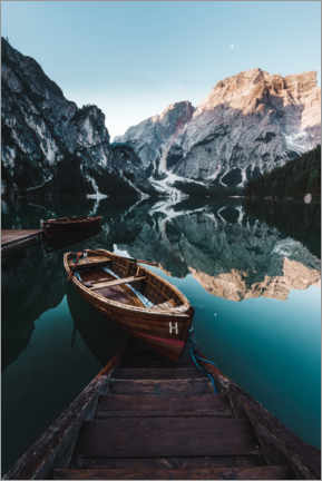 Akrylglastavla  Braies lake with boat in the Dolomites - Road To Aloha