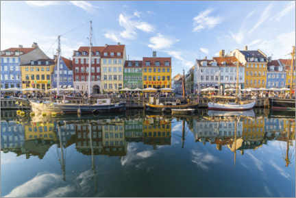Premiumposter  Reflections along the Nyhavn in Copenhagen - Mike Clegg Photography