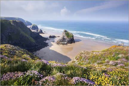 Aluminiumtavla  Wide beach with flowers in spring in England - The Wandering Soul