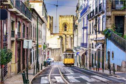 Premiumposter  Tram in front of the Catedral Sé Patriarcal, Lisbon