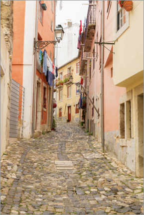 Canvastavla  Narrow streets in the old town of Lisbon