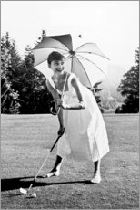 Premiumposter  Audrey Hepburn spelar golf - Celebrity Collection