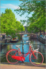 Akrylglastavla  Red bicycle in a canal of Amsterdam - George Pachantouris