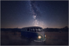 Premiumposter Milky way and an old bus on a field