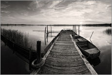 Galleritryck  Wooden pier on lake with fishing boat - black and white - Frank Herrmann