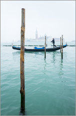 Galleritryck  Gondolier with his gondola on the water in Venice in fog - Jan Christopher Becke