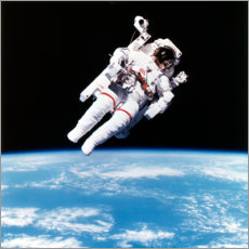 Premiumposter  Astronaut Bruce McCandless with propeller backpack