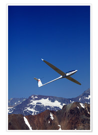 Premiumposter Glider pilots over the mountains