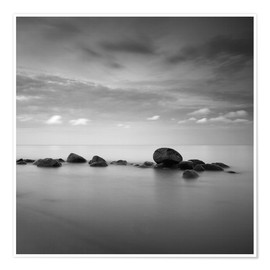 Premiumposter  Stones on the sea beach - black and white - Frank Herrmann
