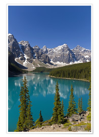 Premiumposter  Moraine Lake in the mountain valley - Paul Thompson