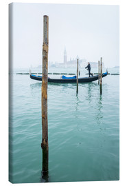 Canvastavla  Gondolier with his gondola on the water in Venice in fog - Jan Christopher Becke