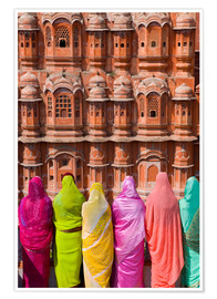 Premiumposter Women in front of the Hawa Mahal