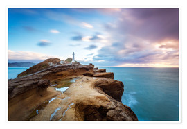 Premiumposter  Lighthouse and sea at sunrise on the coast of New Zealand - Matteo Colombo