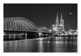 Premiumposter  Cologne Cathedral and Hohenzollern Bridge at night (b / w) - rclassen