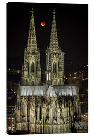Canvastavla  Blood moon shines over Cologne Cathedral - rclassen