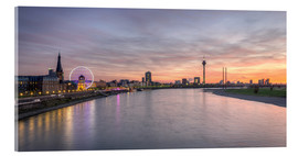 Akrylglastavla  Dusseldorf Skyline at blazing red sunset - Michael Valjak