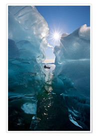 Premiumposter  Kayakers icebergs - John Hyde