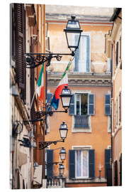 Akrylglastavla  Street in the centre of old town with italian flags, Rome, Italy - Matteo Colombo