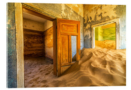Akrylglastavla  Sand in the premises of an abandoned house - Robert Postma