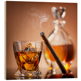 Trätavla  Cigar on glass of whiskey with ice cubes