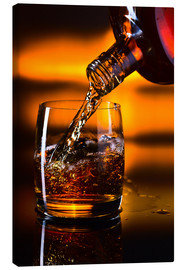 Canvastavla  whiskey and ice on a glass table