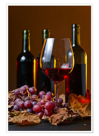 Premiumposter red wine with grapes and vine leaves