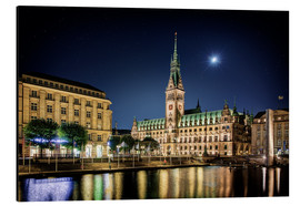 Aluminiumtavla  Moon over the town hall in Hamburg - Tanja Arnold Photography