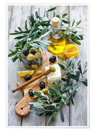 Poster  Green and black olives with bottle of olive oil