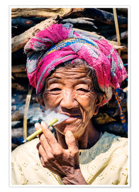 Premiumposter  Portrait of old woman smoking cigar, Myanmar, Asia - Matteo Colombo