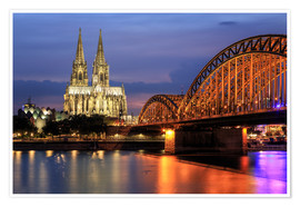 Premiumposter  Cologne Cathedral and Hohenzollern Bridge at night - Oliver Henze