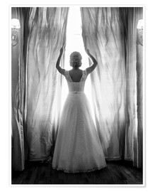 Premiumposter Elegant bride at big window
