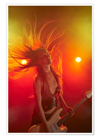 Premiumposter Rock girl playing the electric guitar