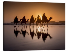 Canvastavla  Camel walk on the beach - Charles Bowman