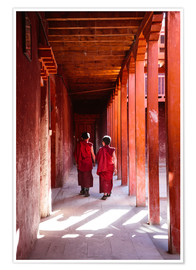 Premiumposter  Two young monks in a monastery, Nepal - Matteo Colombo