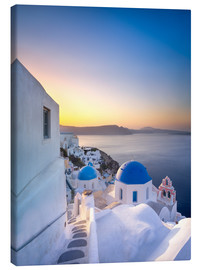 Canvastavla  Sunrise over the blue roofs of Santorini - Jan Christopher Becke