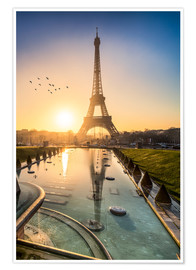 Premiumposter  Romantic sunrise at the Eiffel Tower in Paris, France - Jan Christopher Becke