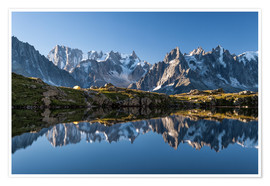 Premiumposter Grandes Jorasses reflected in Lac De Cheserys, France