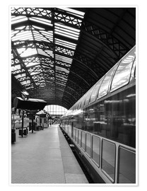Premiumposter  Train station in black and white