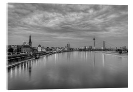 Akrylglastavla  Düsseldorf skyline in the evening in black and white - Michael Valjak
