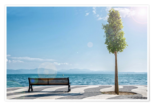 Premiumposter Shore of Lake Garda with Alps on the horizon