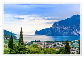 Premiumposter  View of Riva Del Garda and Lake Garda, Italy
