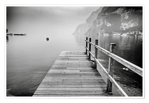 Premiumposter Wooden bridge on Lake Garda in Italy