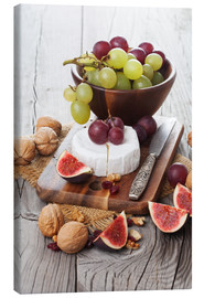 Canvastavla  Camembert cheese with figs, nuts and grapes