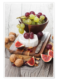 Premiumposter  Camembert cheese with figs, nuts and grapes