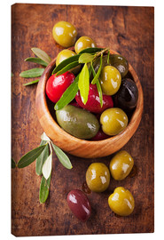 Canvas  Bowl with olives on a wooden table - Elena Schweitzer